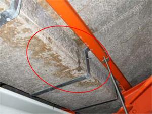 漏水箇所1 機械室天井(谷樋付近)